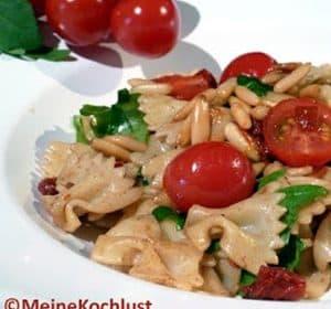 Leichter italienischer Nudelsalat