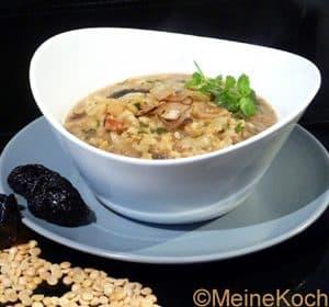 Linsensuppe mit Reis und Backpflaumen