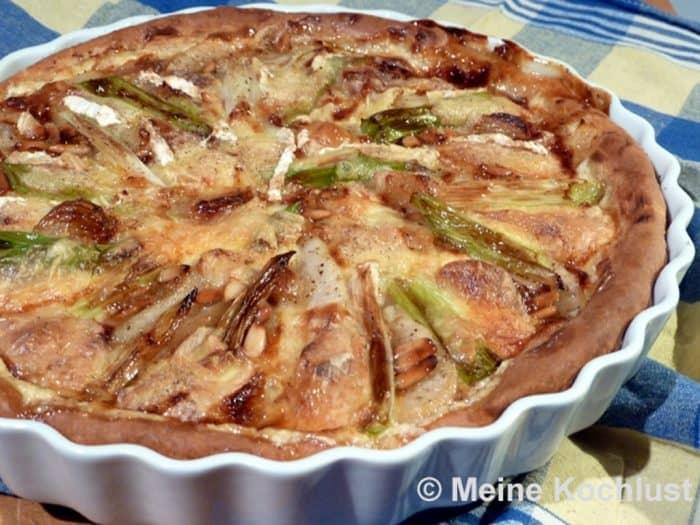Birnen-Tarte mit karamellisiertem Knoblauch