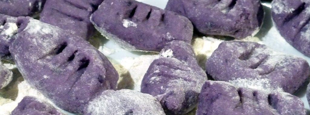 Blau-violette Gnocchi