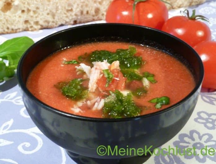 Kalte Tomatensuppe mit Krebsfleisch