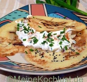 Kartoffel-Crêpes mit Schnittlauchcreme
