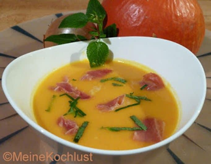 Kürbissuppe mit Parmaschinken